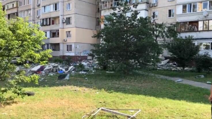 «Перекосилось окно, разрушился балкон». Жительница дома поразила деталями. «Поняли, что надо уходить»