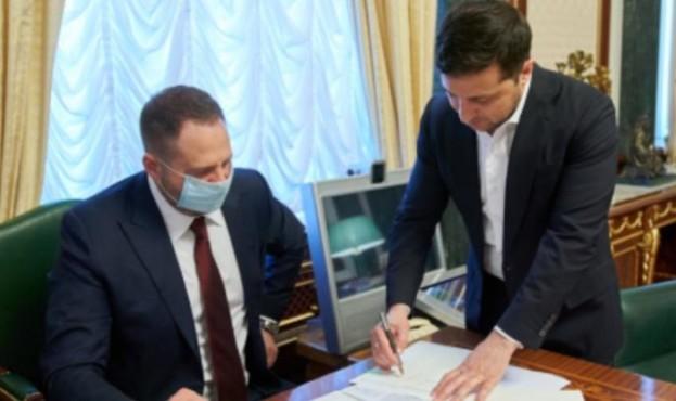 «Воспользоваться уже в этом году»: Зеленский подписал важный закон. «Дополнительные деньги»