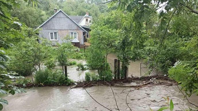 Дожди снова «атакуют» Западную Украину: Синоптик озвучила свежий прогноз погоды по стране