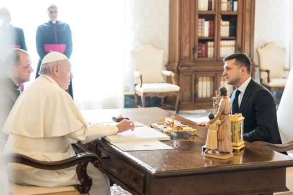 «Не нарушит «красные линии «». Зеленский обратился к Папе Римскому с просьбой. Взял под личную опеку