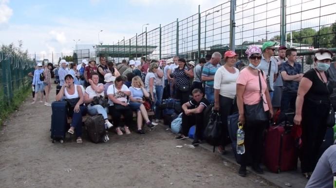 «Ожидания до 10 часов без дистанции». В пункте пропуска «Шегини» резко ухудшилась ситуация. Около 400 человек