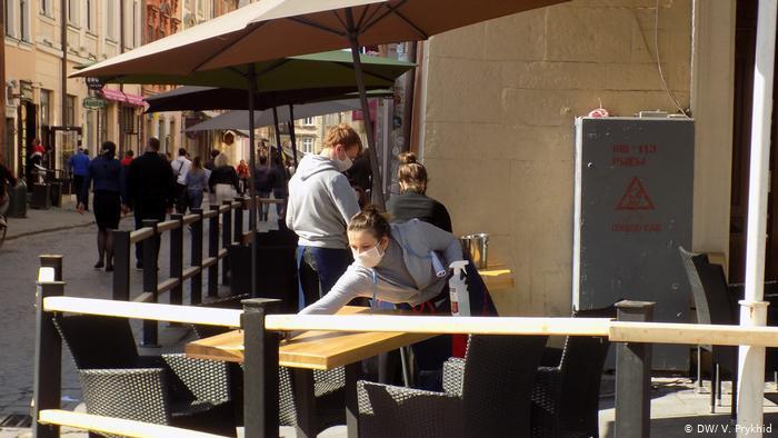 Во Львове возобновили работу заведений общественного питания и спортзалов. Однако есть ограничения