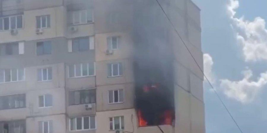 Новая беда на Позняках. В Киеве вспыхнул пожар в многоэтажке. Рядом с домом, где произошел взрыв