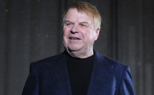 Был настоящим классиком: ушел из жизни известный российский актер. На фильмах с ним росли поколения