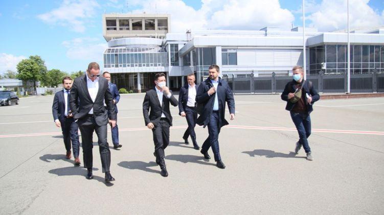 Уже вылетел туда! Зеленский проведет срочное совещание. Первые фото из «Борисполя»
