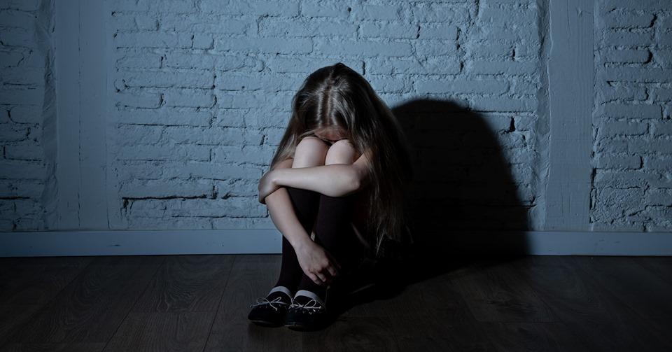 «Пока мамы не было дома»: На Николаевщине мужчина изнасиловал свою 13-летнюю падчерицу
