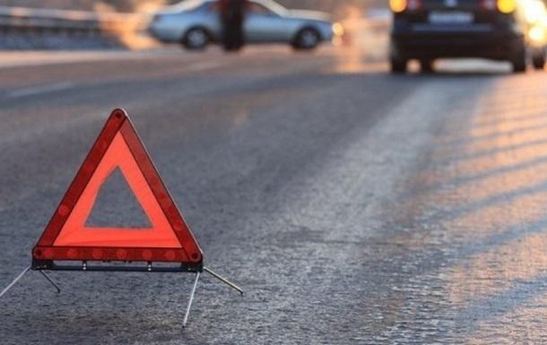 На глазах у бабушки. 6-летняя девочка попала под колеса автомобиля: находится в реанимации