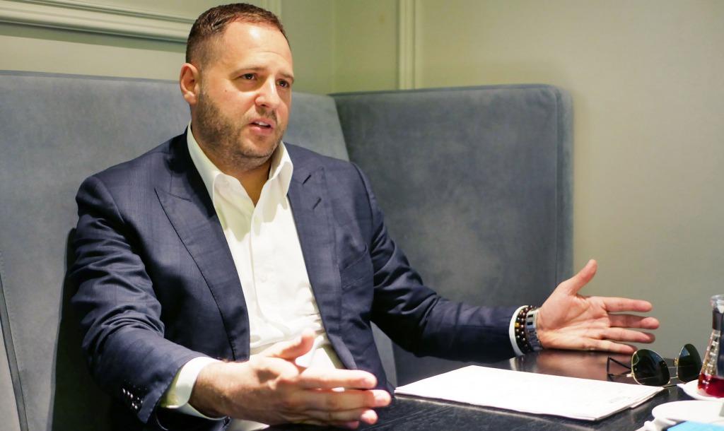 «Тонкая дипломатическая игра». У Зеленского прокомментировали неожиданное заявление о Донбассе: процесс продолжается