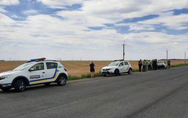 «Стреляли из двух автомобилей». Неизвестные обстреляли машину известного активиста: ввели операцию «Перехват»