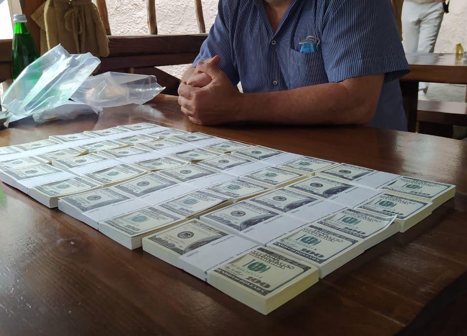 «Нагрел руки» на 200 тысяч долларов. СБУ накрыло масштабную аферу: «продавал» должности в Кабинете министров