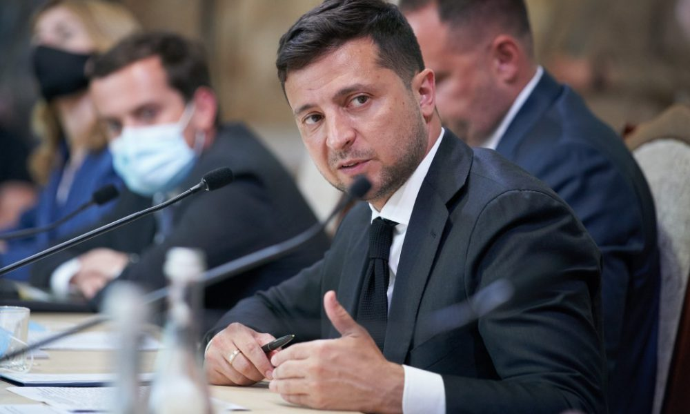 «Мы боремся за молодежь»: Зеленский подписал закон о льготном поступлении абитуриентов с ОРДЛО
