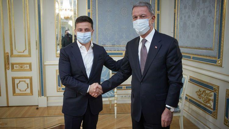 Довольны результатом! Зеленский встретился с министром обороны Турции