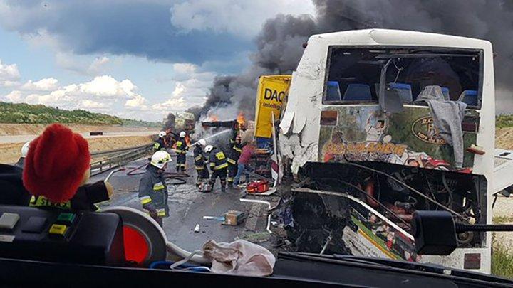 «Столкнулся с двумя грузовиками». В Польше произошла масштабная авария: почти два десятка украинцев травмированы