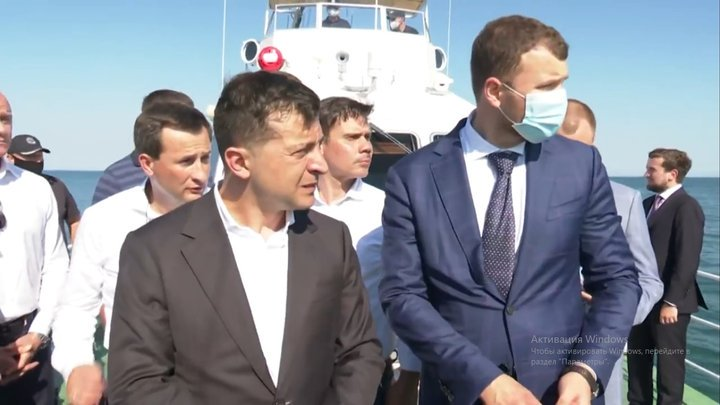 «Просто уберите его». Зеленский резко обратился к скандальному мэру. «Сами разрежем и вывезем»