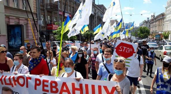 «Колонна Порошенка»: поступок экс-президента шокировал украинцев. «Полиция и кортеж»