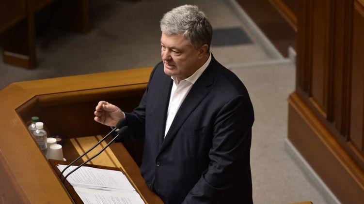 «С силой толкнул»: перед судом Порошенко разбил камеру журналиста — СМИ