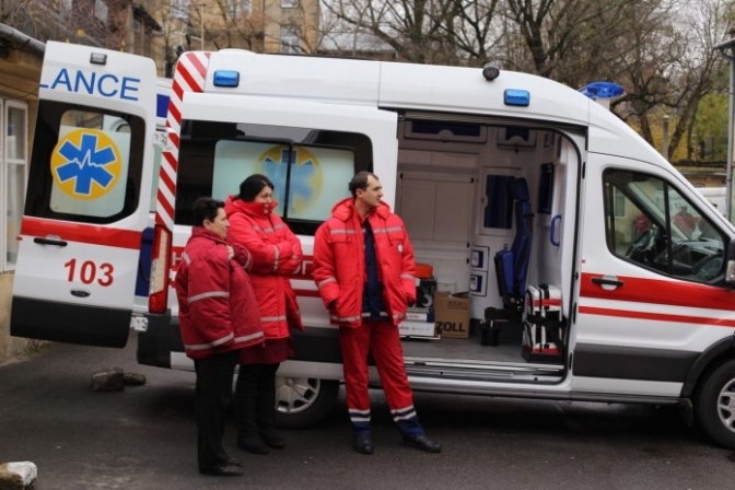 Полчаса боролись за жизнь. Внезапная смерть мужчины поразила украинцев: упал на выходе
