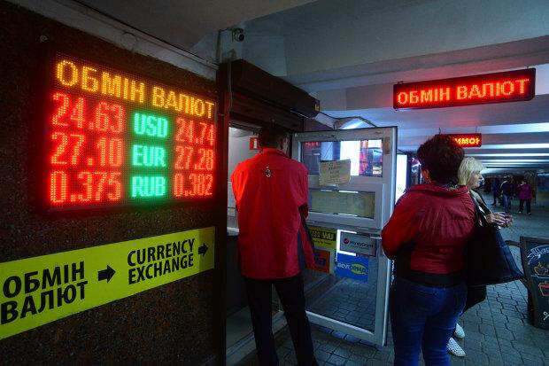 Доллар в Украине по 22 гривны: Эксперты называют условия. Что это значит