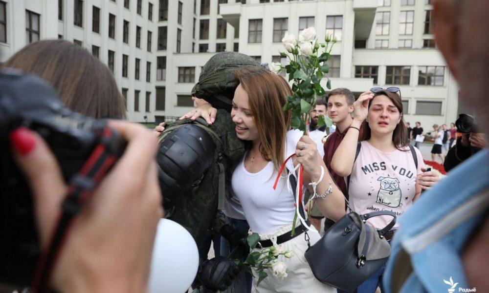 Срочно! Лукашенко окружили, женщины бросились на них: слезы на глазах. Победили
