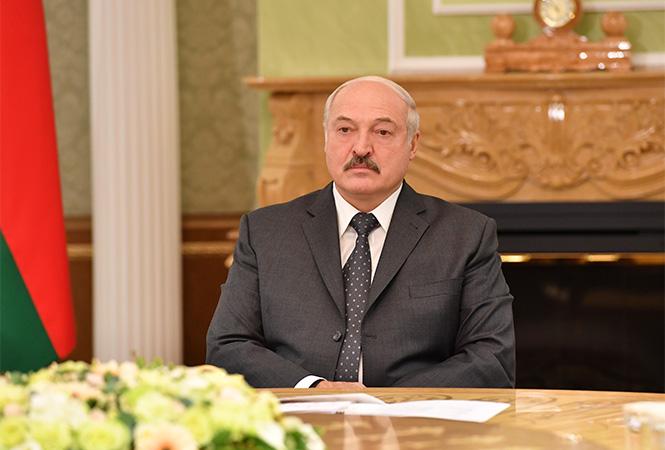 «Управляют нашими овцами!»: Лукашенко резко прошелся по протестующим. «После беспокойной ночи»