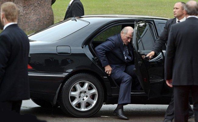Бацьке поплохело! Только что – охрана уже там, им удалось. Это увидели все – прощай Лукашенко