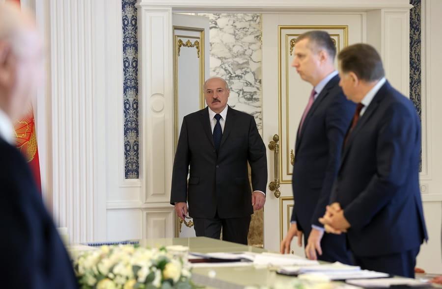 Просто в Администрации! Лукашенко доложили — «тайное» письмо. Это конец, уже завтра