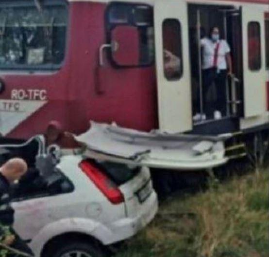 В прямом эфире! Известный певец погиб в жуткой аварии. Авто раздавил поезд. Шансов выжить не было