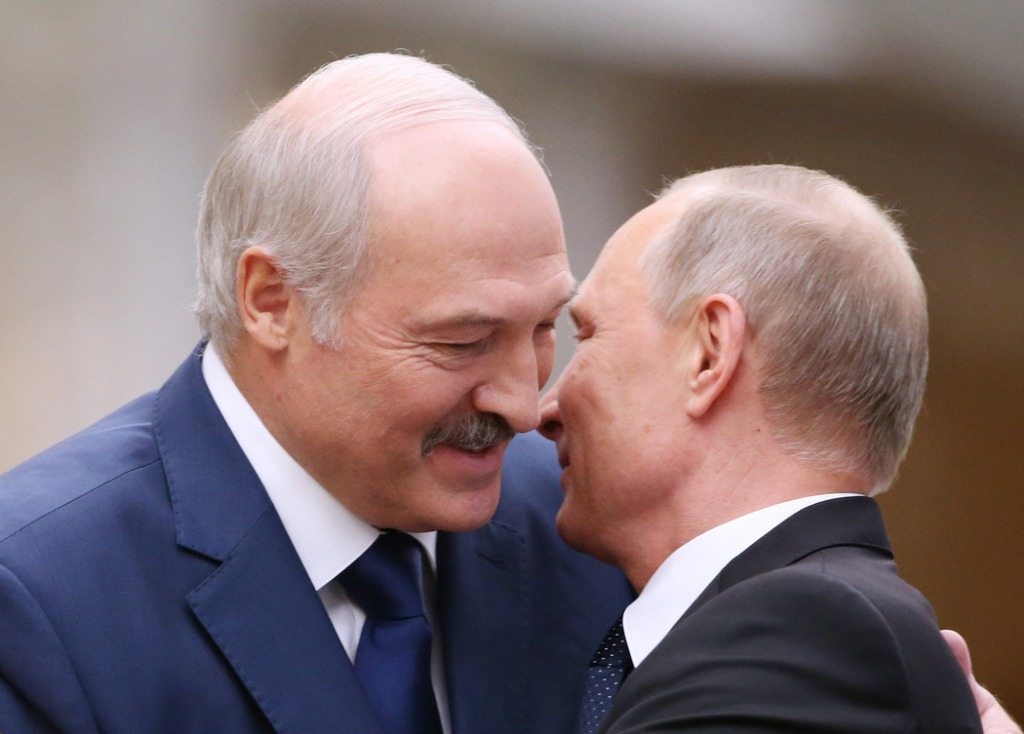 Только что! Лукашенко шокировал поступком: белорусы в шоке. Он связался с ним — это конец