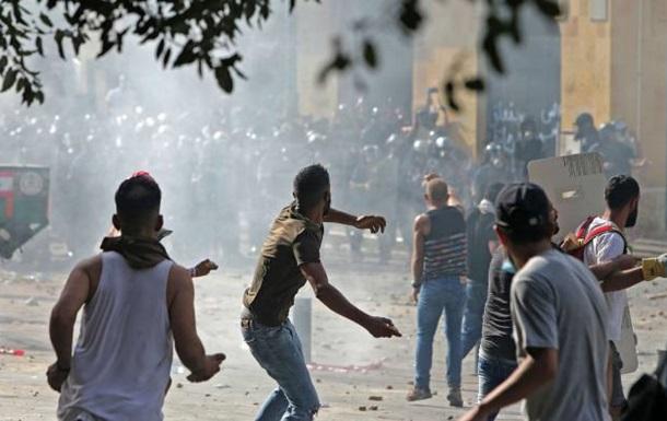 «Завершились столкновениями». Протесты в Бейруте набрали новых оборотов: ворвались в здания двух министерств