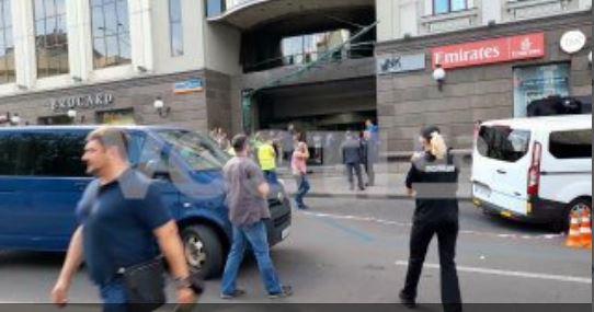 Несколько минут назад! «Альфа» ворвались в захваченный террористом банк. Злоумышленник задержан