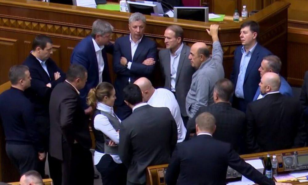 Прямо в Раде! Медведчук в шоке — шокирующее решение ошеломило всех. Это неизбежно