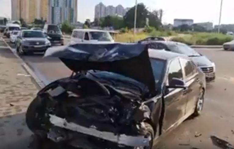 «На развороте на скорости влетел в …»: Сын столичного чиновника устроил серьезную аварию. «Перепутал педали»