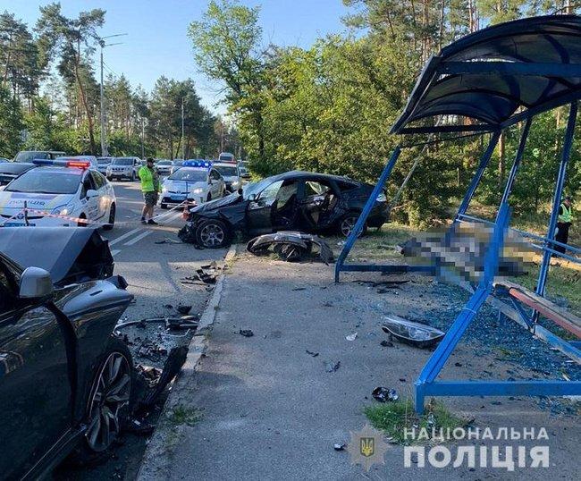 жасное ДТП под Киевом. 3 человека погибли, шестеро — травмированы. Автомобили разбиты в щепки