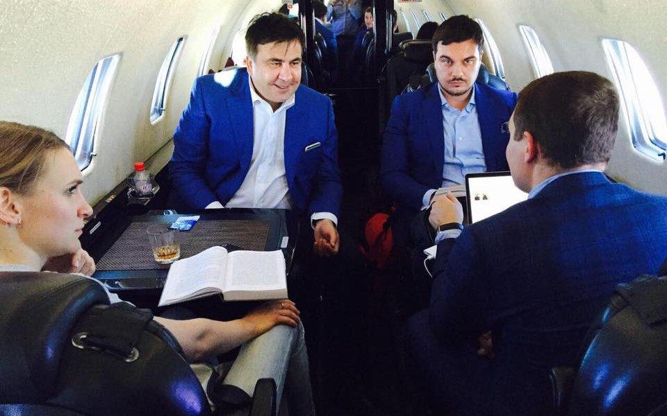Только прибыл туда! Только Саакашвили ступил на землю — выдал немыслимое. Это преступление — взять их