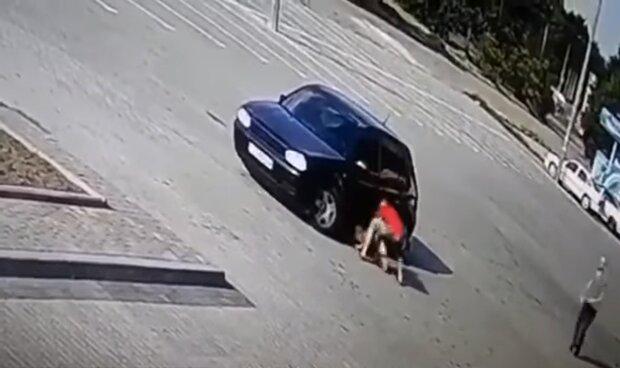 Ребенок убегал и звал маму. Страшное ДТП на Львовщине. Переехал дважды и убежал