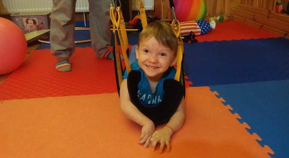 «Мы не сидим и не ходим»: Помогите Вани стать полноценным мальчиком