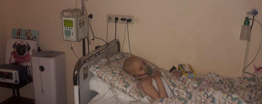 «Борьба за место под солнцем». Рак крови поразил 9-летнюю Вику: девочке необходима помощь