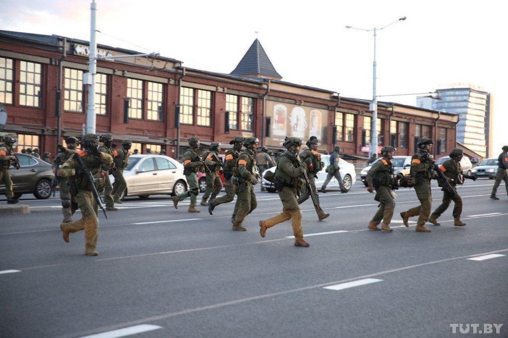 Только что! Стрельба в Минске. Появились первые раненые: в городе работает военный спецназ