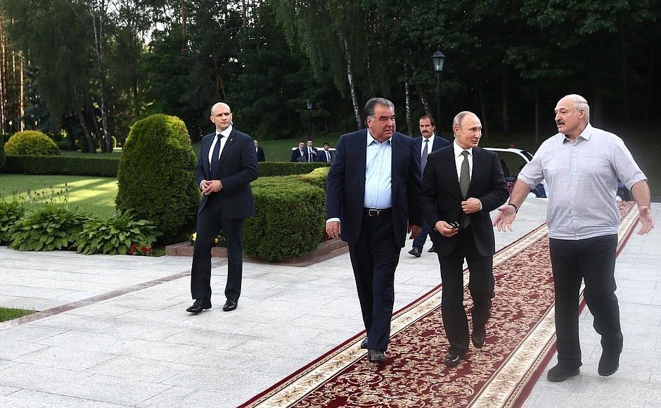 Уже сейчас! Правительство ушло — бегство в Россию. Белорусы аплодируют — на вечер Лукашенко просто «не стало»