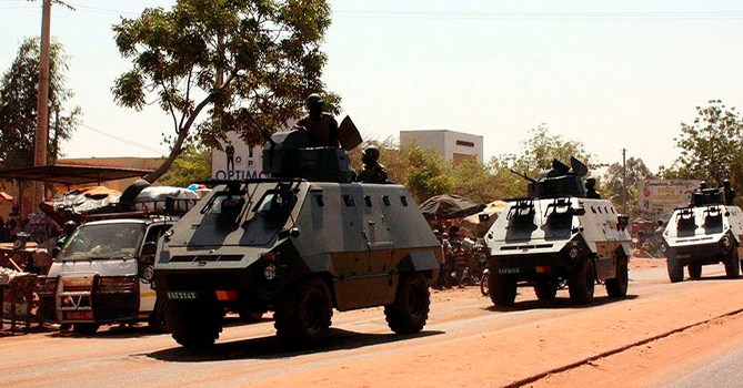 Срочно! Столицу охватил военный переворот, президента арестовали. «Военные взяли в руки оружие»