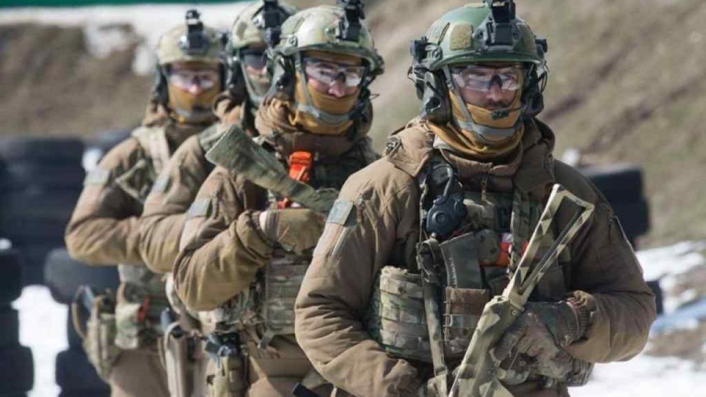 Громкий скандал! Наживались на масках для военных: схему разоблачили в СБУ. Полетят головы