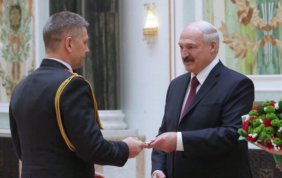 В кабинете стоял крик! Лукашенко взбешен – они сделали это. Только что ворвались – уложили!