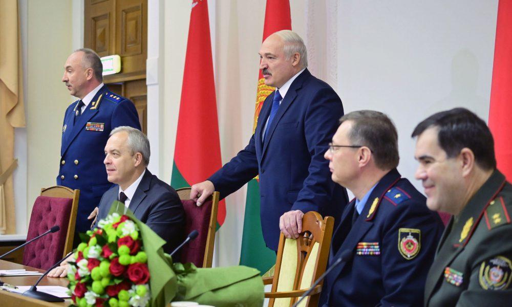 ОМОН все! Приказ отдан – ночью предал. Лукашенко в истерике – уже началось. Прорвались – окружение бежит