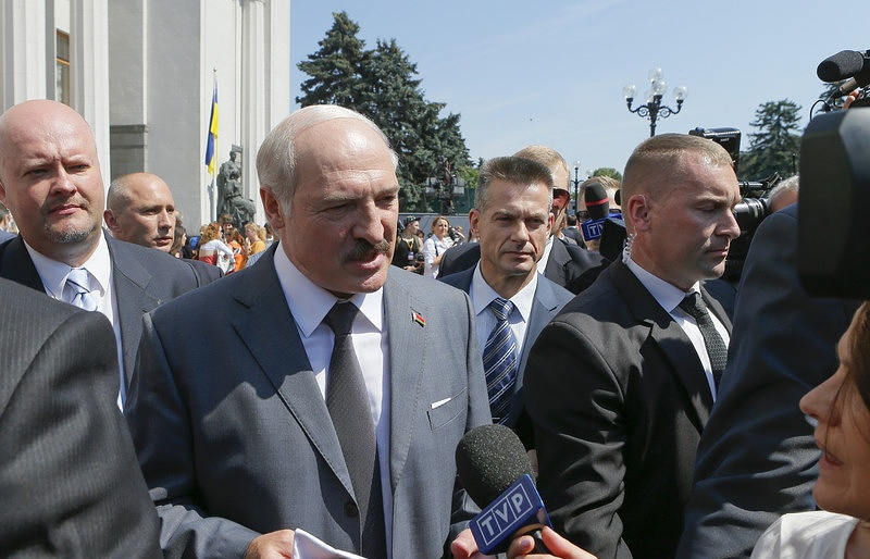 Успел позвонить! Прямо в доме сейчас – Лукашенко убрал его. Не осталось никого – вывели под руки