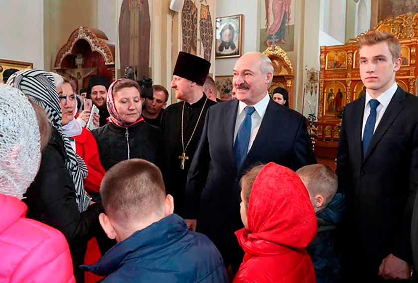 Предали! Лукашенко выпал, только что – новый президент, стерли в порошок! Его убрали – конец