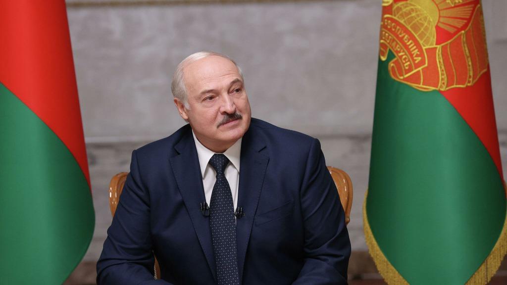 «Оставаться не имеет смысла» Процесс уже начался — Лукашенко поедет. Полицейские не ожидали — «отпустит любимую»