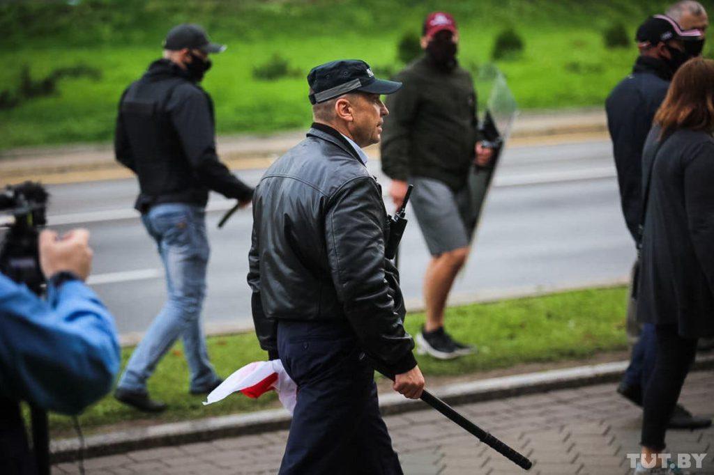 Страна потрясена! «Титушки» Лукашенко решились на немыслимое — похитили у всех на глазах. «Затолкали в автобус и …»