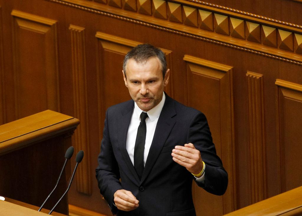 «Патриотически»: Вакарчук срочно покинул Украину. Украинцы ошарашены — «может себе позволить»