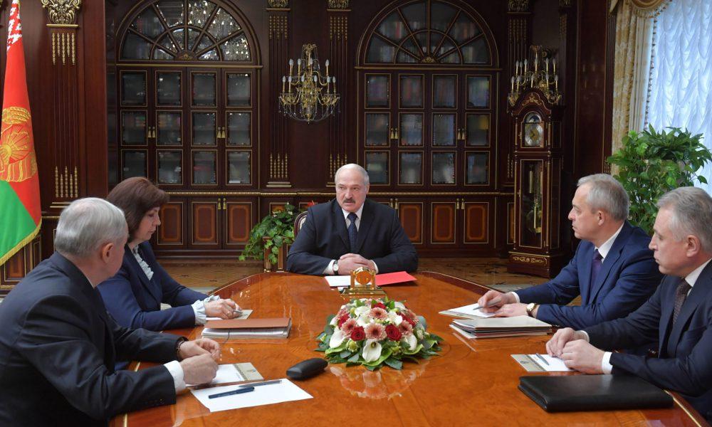 Отставка! 200 силовиков ушло – сложили все. Лукашенко свергли, свои же здали. Он взбешен, это конец