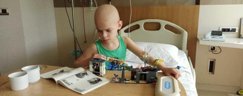 У мальчика обнаружили злокачественную опухоль: В срочной помощи нуждается Артем